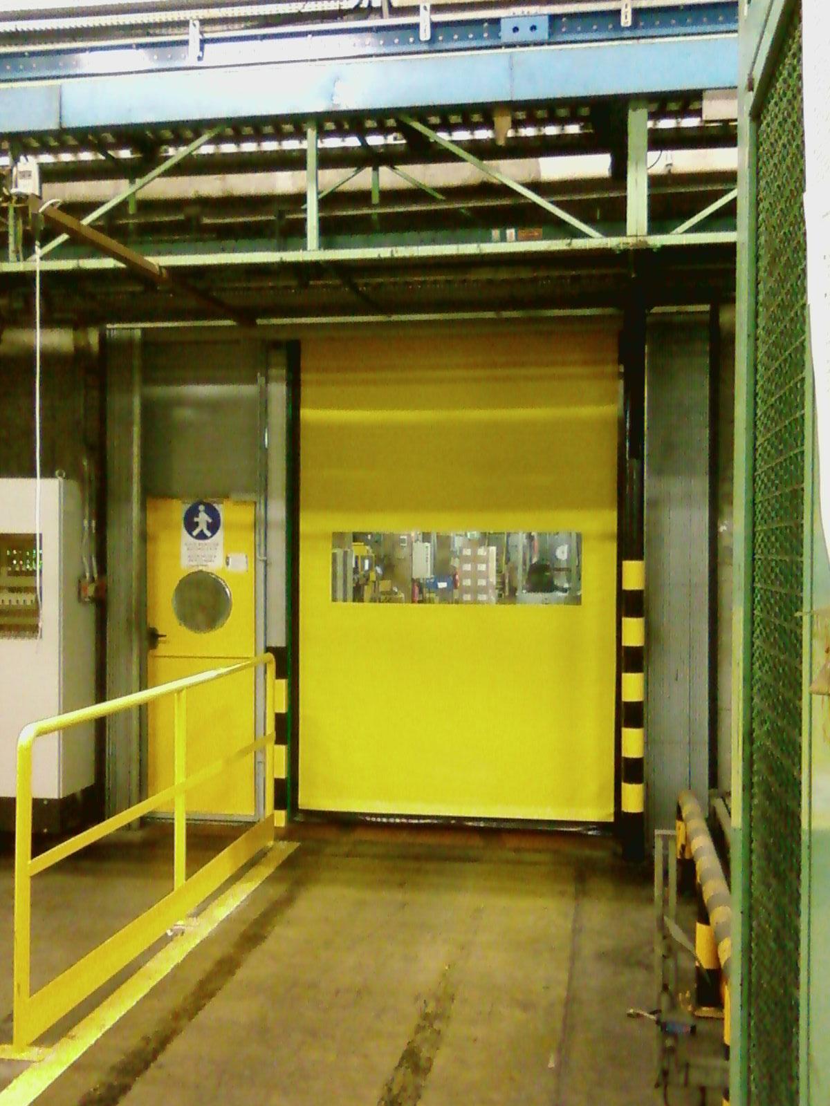 schnelllauftor-comfort-gelb-rechteck-fenster